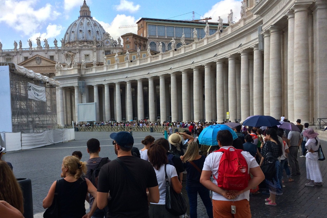 line-at-vatican-summer