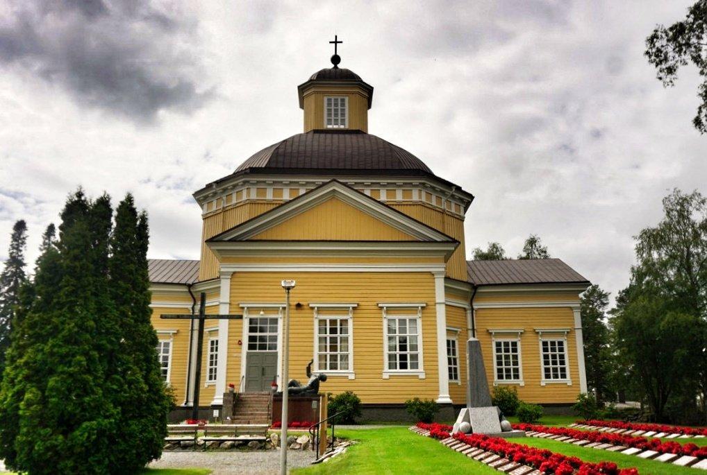 Isojoen kirkko on Engelin suunnittelema.